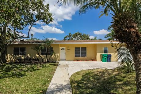 15600 Sw 102nd Pl Miami, FL 33157