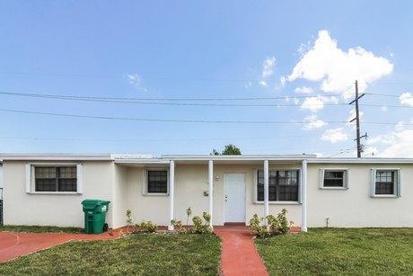 10401 SW 146th Ter, Miami, FL 33176