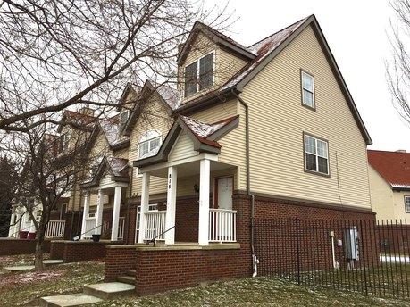 815 Pallister Ave Detroit, MI 48202