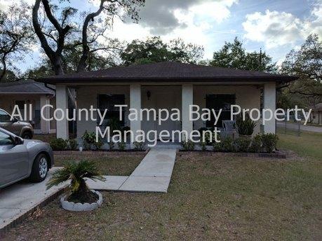 8512 N Seminole Ave Tampa, FL 33604