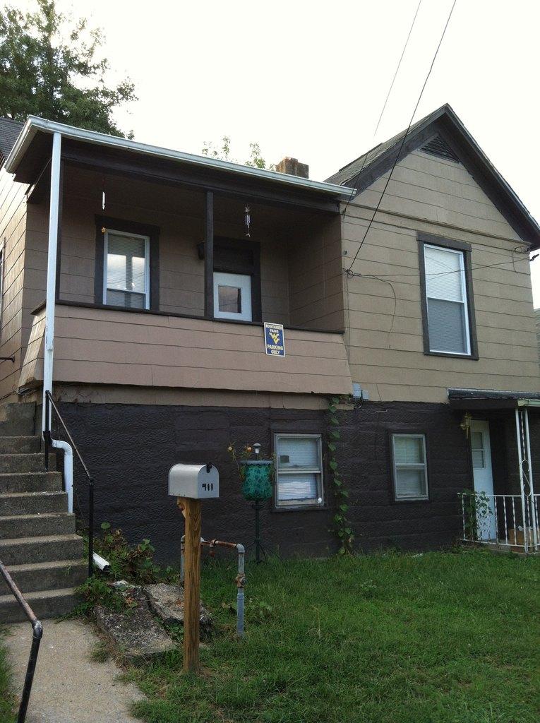 911 Chamberlain Ave, Fairmont, WV 26554