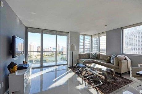 500 Brickell Ave Miami, FL 33131
