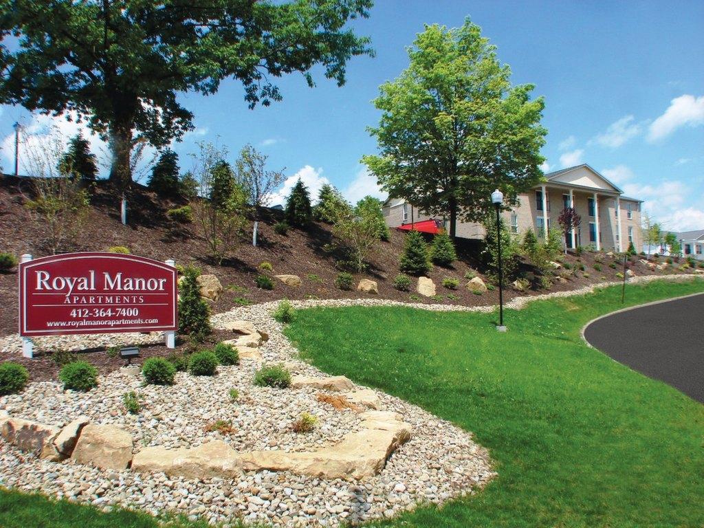 8900 Royal Manor Dr, Pittsburgh, PA 15101