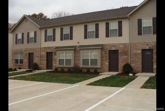 1144-B Elm Tree Commons Dr, Moscow Mills, MO 63362