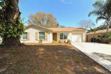 8819 Oak Cir Tampa, FL 33615