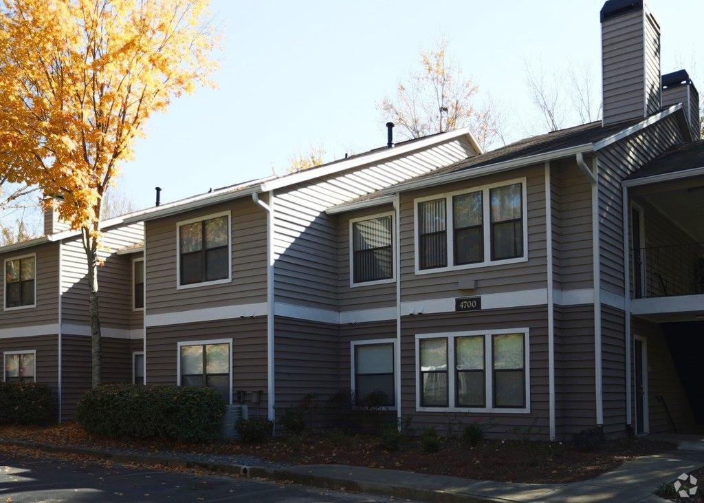 8075 Adair Ln, Sandy Springs, GA 30350