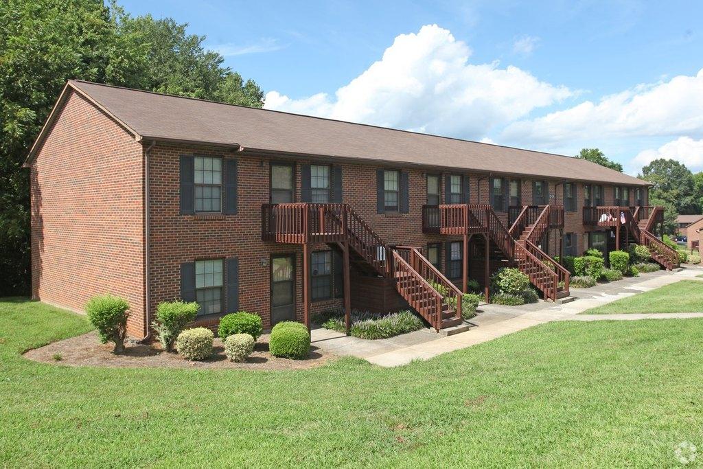 515 Springbrook Dr, Kernersville, NC 27284