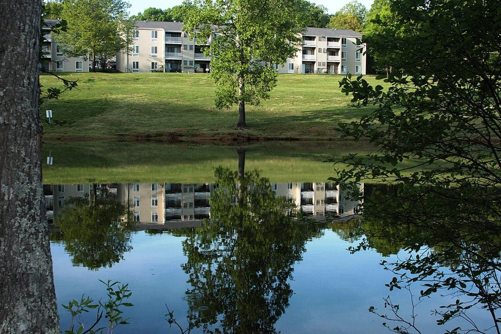 Huntingwood Apartments | 225 Coffee Rd | Apartment for Rent
