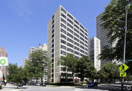 1606 E Hyde Park Blvd, Chicago, IL 60615
