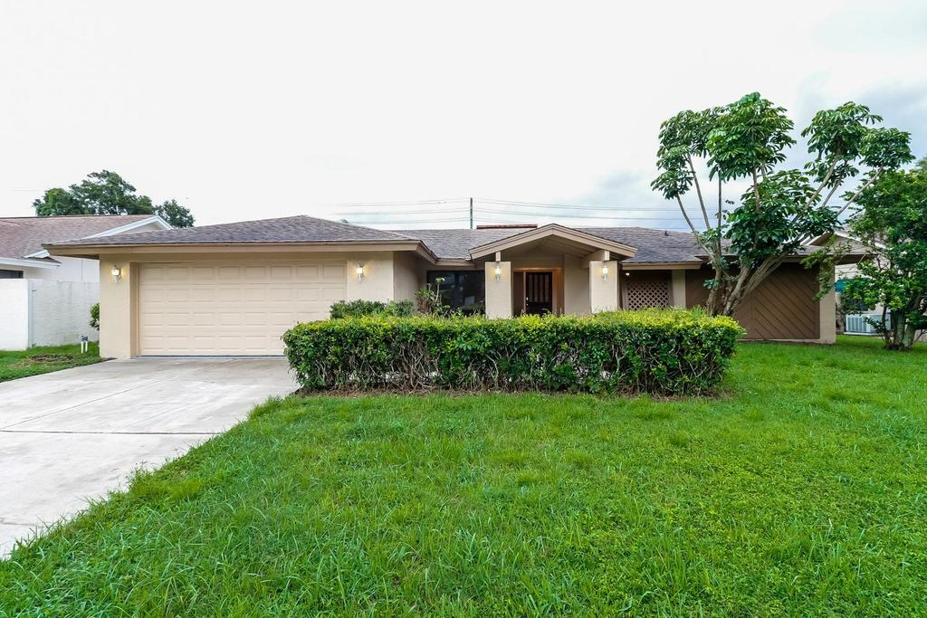 2433 Old Coach Trl, Clearwater, FL 33765