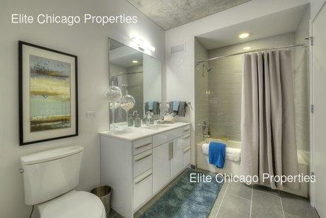 200 W Grand St, Chicago, IL 60654