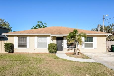 10708 N Hartts Dr Tampa, FL 33617