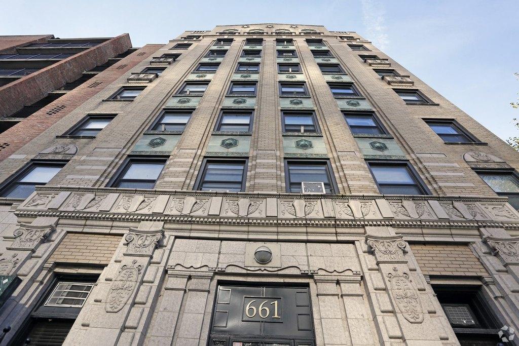 661 W Sheridan Ave, Chicago, IL 60613