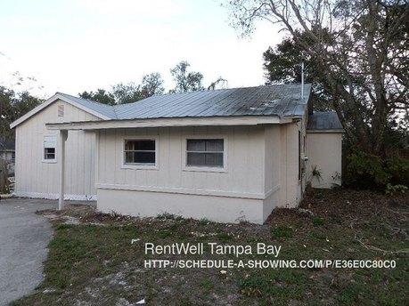 9405 N 19th St Tampa, FL 33612