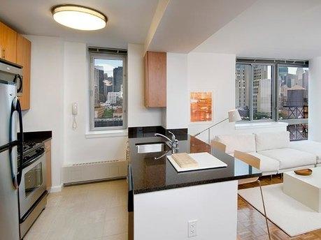 515 W 52nd St, New York, NY 10019