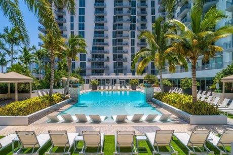201 SE 2nd Ave, Miami, FL 33131