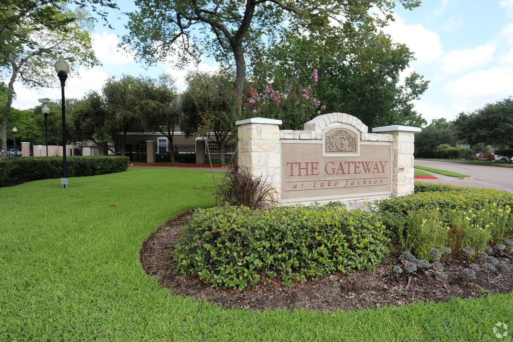 The Gateway At Lake Jackson Apartments 111 Loganberry St