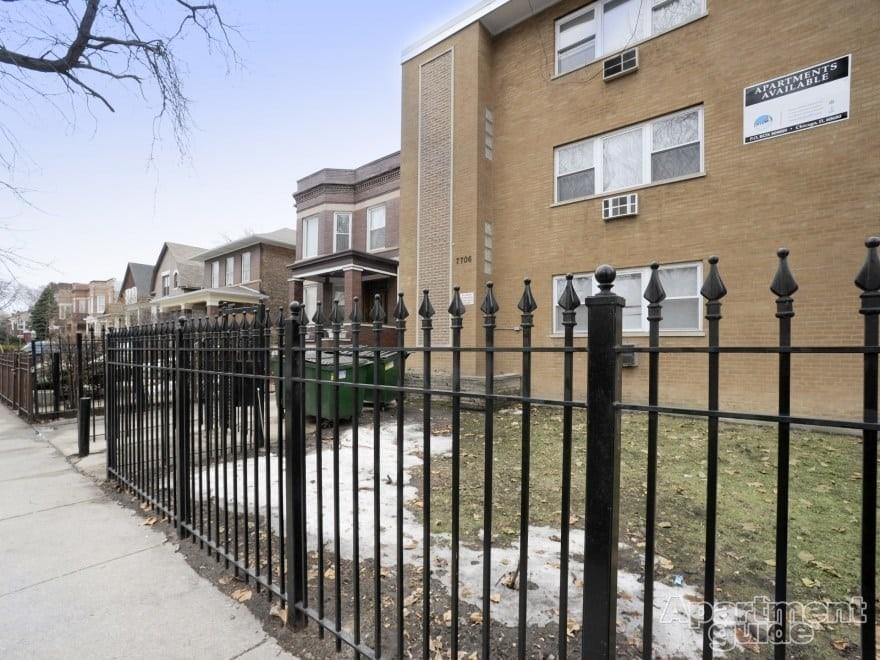 7706 S Saginaw Ave, Chicago, IL 60649