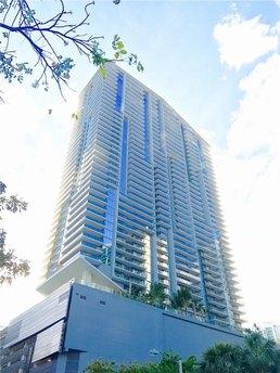 68 Se 6th St Miami, FL 33131