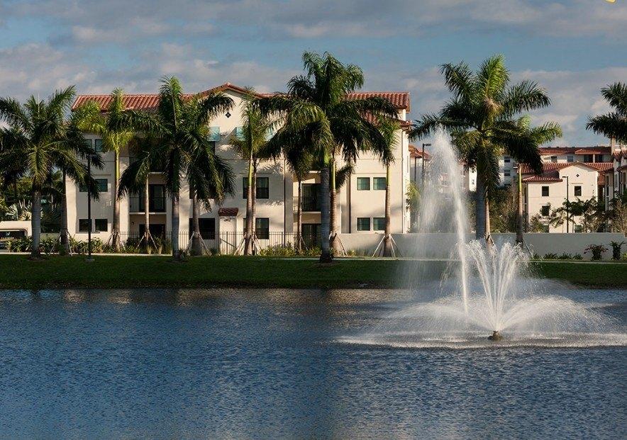 290 Courtney Lakes Cir, West Palm Beach, FL 33401