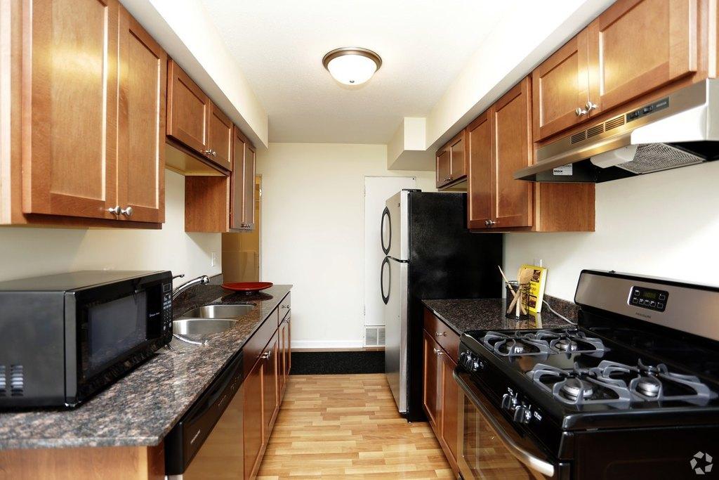 6425 Willow Ln, Brooklyn Center, MN 55430