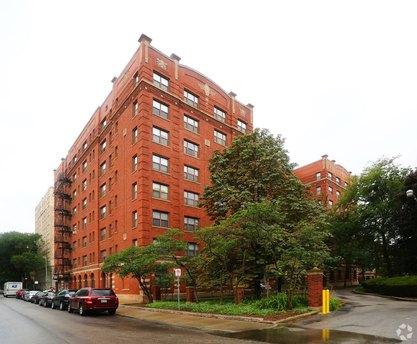 1380 E Hyde Park Blvd, Chicago, IL 60615