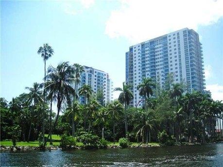 1861 Nw South River Dr Miami, FL 33125