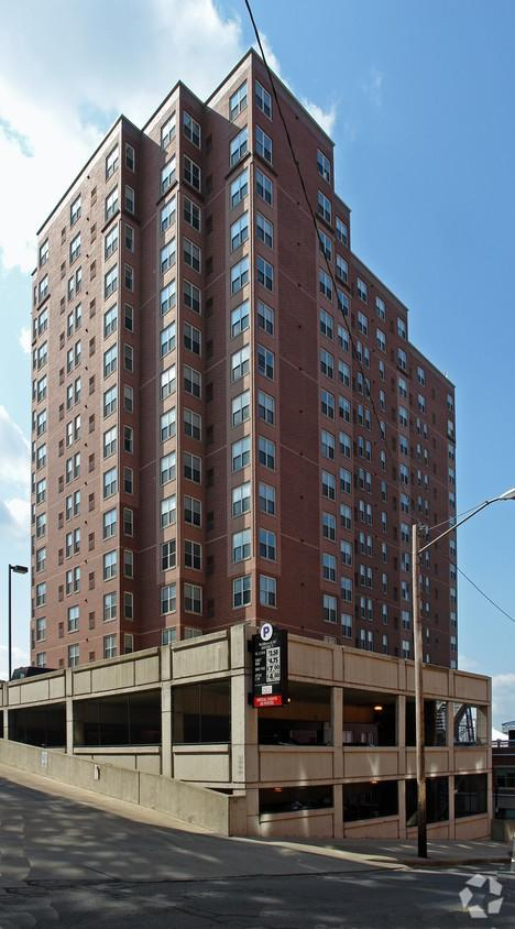 951-955 W Saint Clair Ave, Cleveland, OH 44113