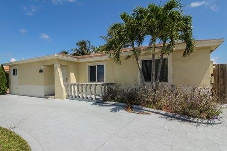 12627 SW 211th Ter, Miami, FL 33177