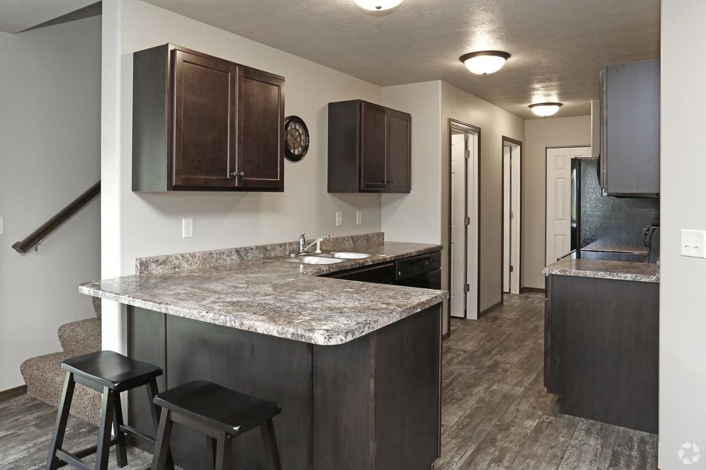 Southwoods Townhomes And Villas 7401 S Beal Ave