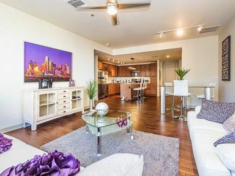 1555 Elm St, Dallas, TX 75201