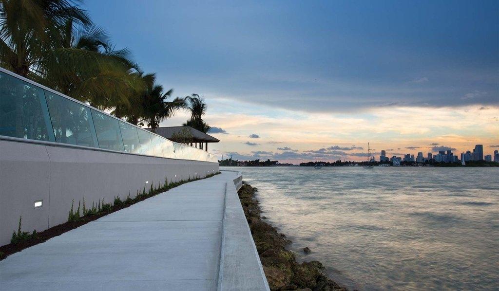 1504 Bay Rd, Miami Beach, FL 33139