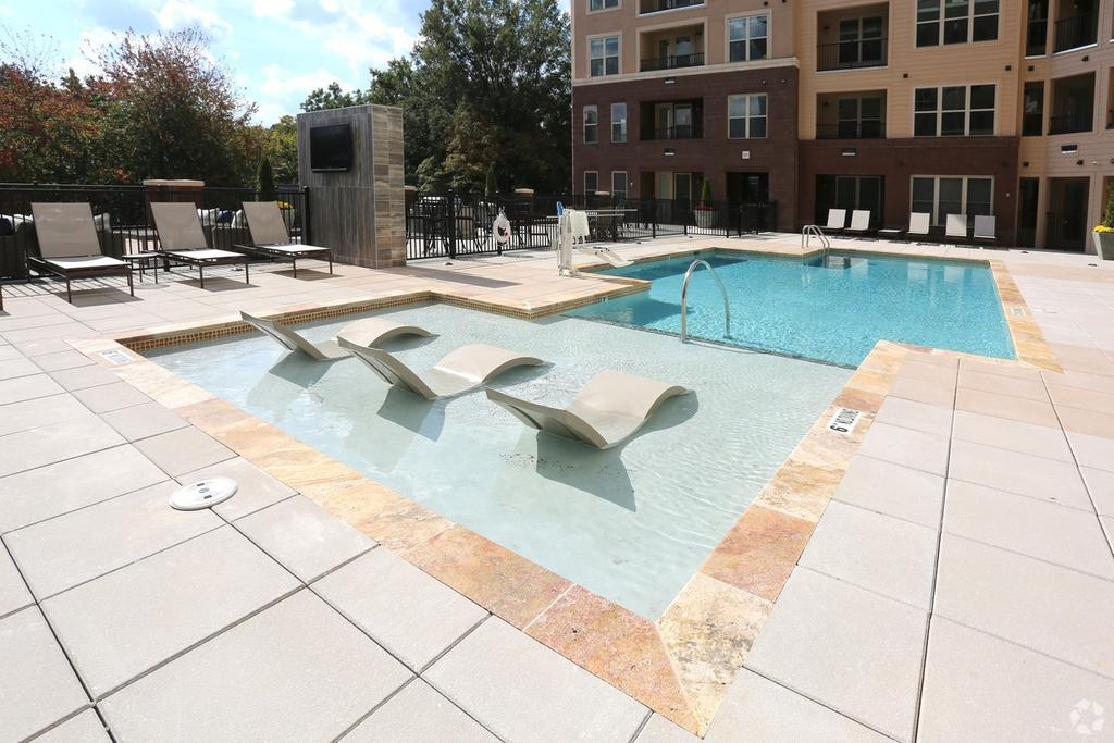 650 W North St, Raleigh, NC 27603