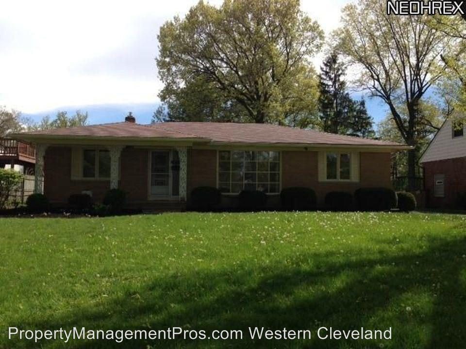 10713 Edgewater Dr, Lakewood, OH 44102
