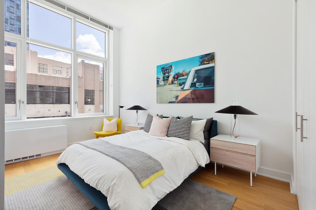 43-22 Queens St, Long Island City, NY 11101