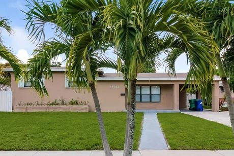 18932 NW 7th Ct, Miami Gardens, FL 33169