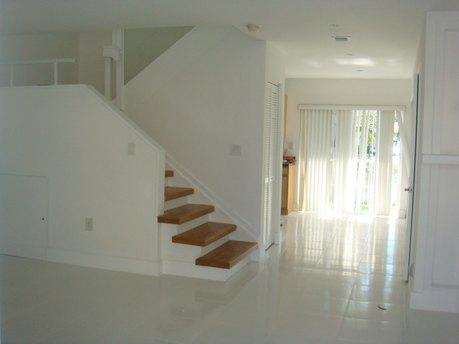 2056 Ne 167th St North Miami Beach, FL 33162