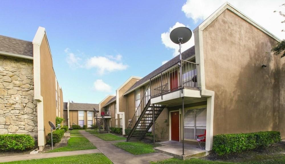 3925 Arlington Square Dr, Houston, TX 77034