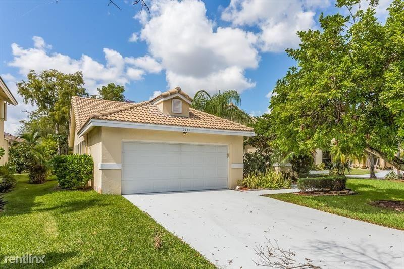 6622 NW 48th St, Coral Springs, FL 33067
