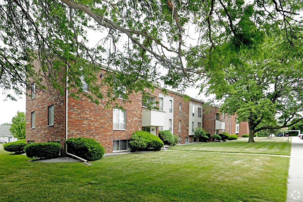 36780 Harper Ave, Clinton Township, MI 48035