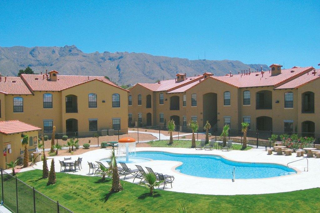 415 S Mesa Hills Dr, El Paso, TX 79912