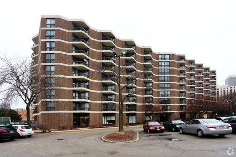 300 W Hill St, Chicago, IL 60610