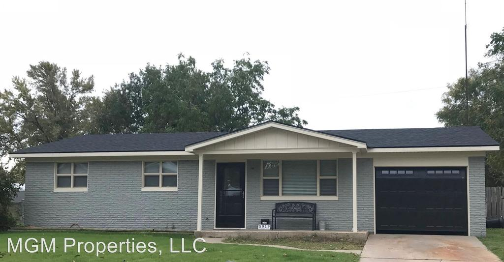 5919 Rosewood Dr, Great Bend, KS 67530
