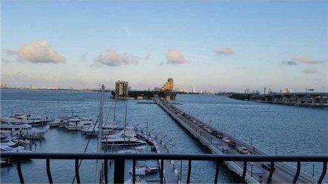 555 Ne 15th St Miami, FL 33132