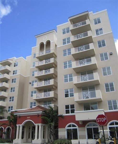9357 SW 77th Ave, Miami, FL 33156