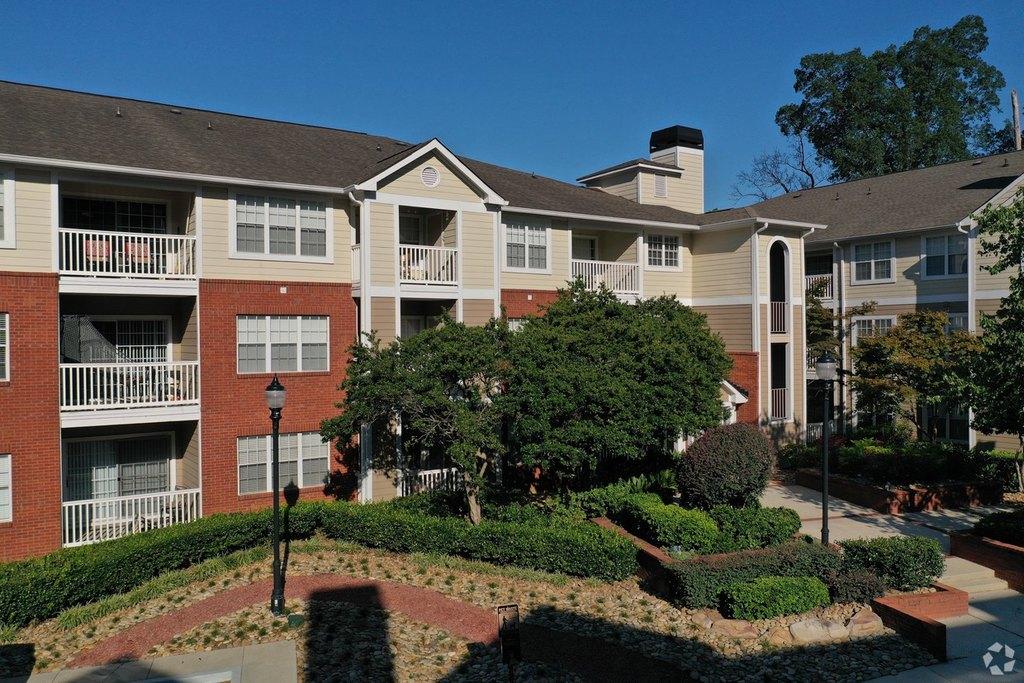 2500 Pine Tree Rd NE, Atlanta, GA 30324