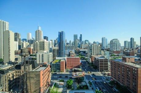121 W Chestnut St Chicago, IL 60610