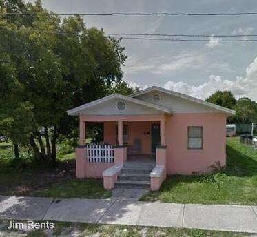 1004 E Lake Ave Tampa, FL 33605