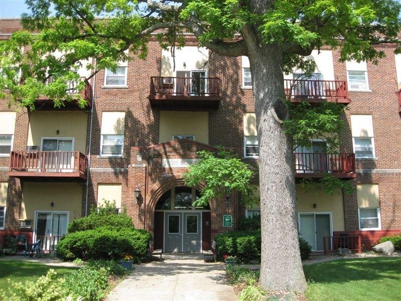 350 Hall St, Eaton Rapids, MI 48827