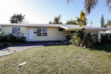 570 Ne 157th St Miami, FL 33162